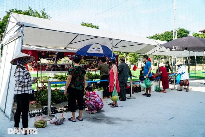 Hà Nội: Chợ lưu động vẫn bình ổn giá dù thị trường leo thang do dịch bệnh